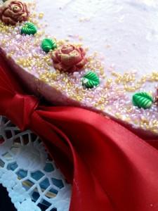 Valentinstag - Himbeerherz mit Rosendekoration