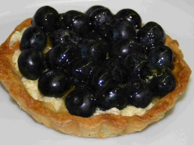 Heidelbeer-Tartlet mit Vanillecreme